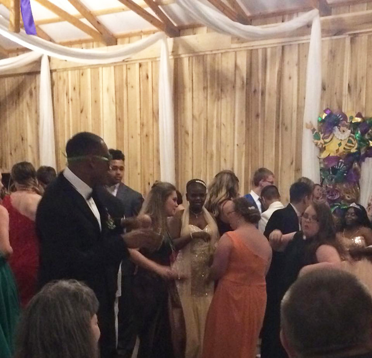 NFL player don jones takes girl down syndrome to prom