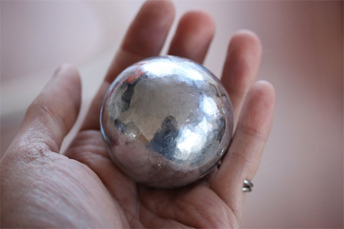 A current Japanese trend is polishing tin foil balls into perfection