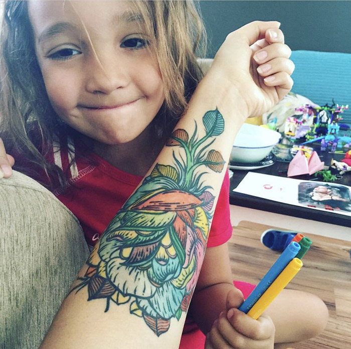 mom lets daughter color in her tattoos
