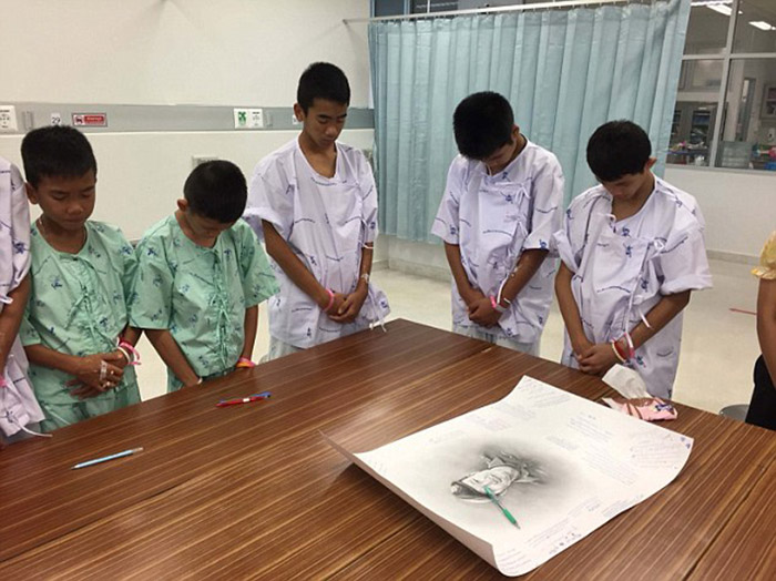 Thai boys cry honor seal who died in rescue