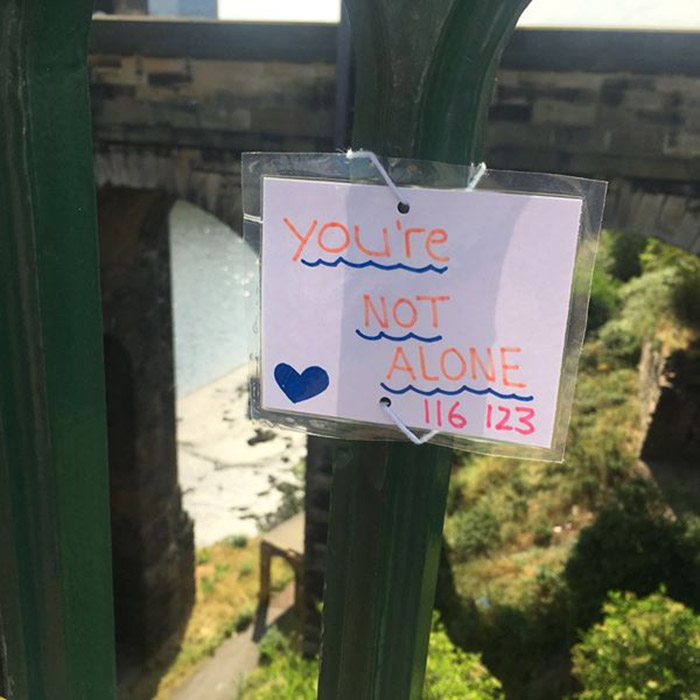 teen saves lives with uplifting notes on bridge