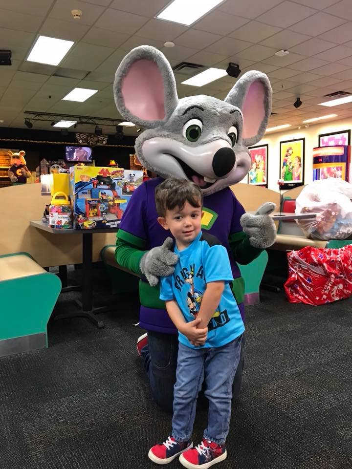 chuck e cheese party for kid