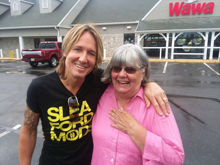 woman thought Keith Urban was poor