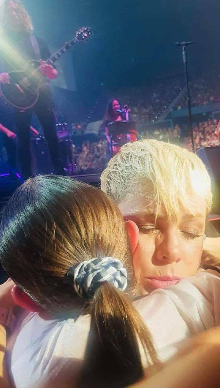pink hugs young fan who lost her mom
