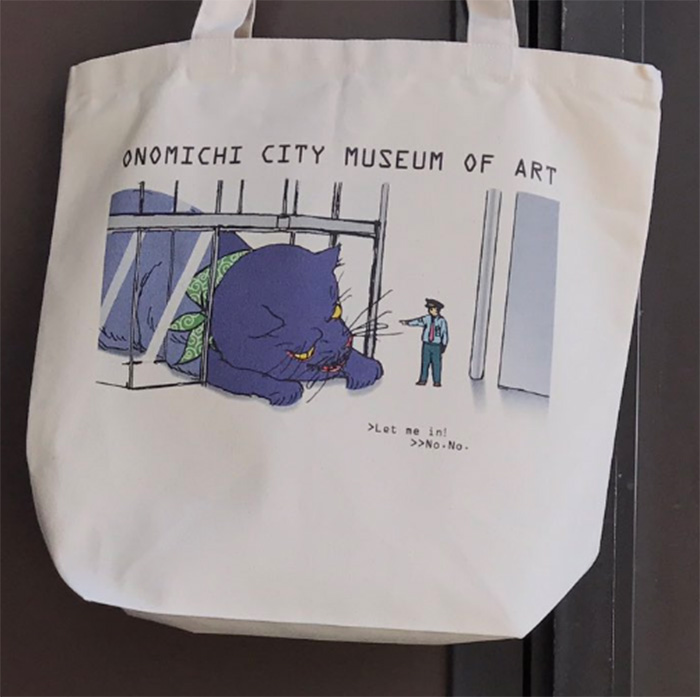 cats try to enter museum