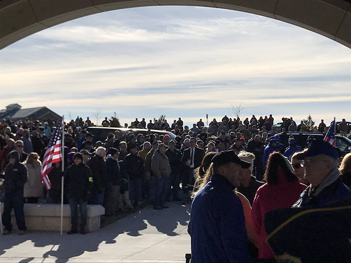 400 people show up in cold to honor veteran no family
