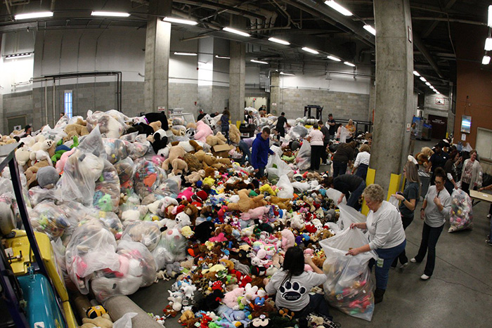 Hershey bears teddy bear toss for charity