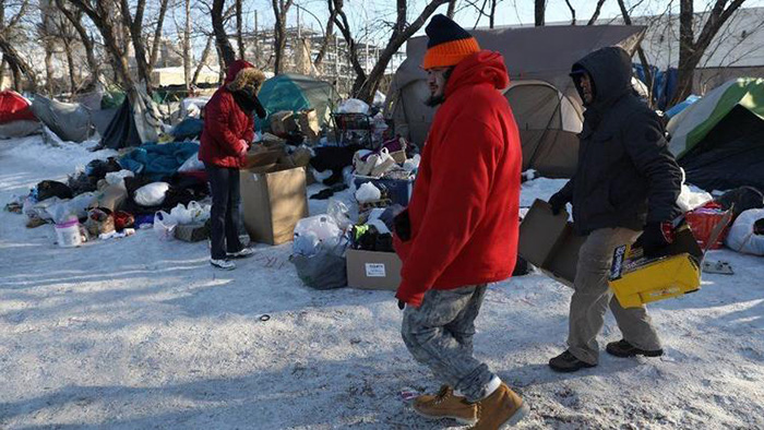 man picks up hotel for homeless chicago