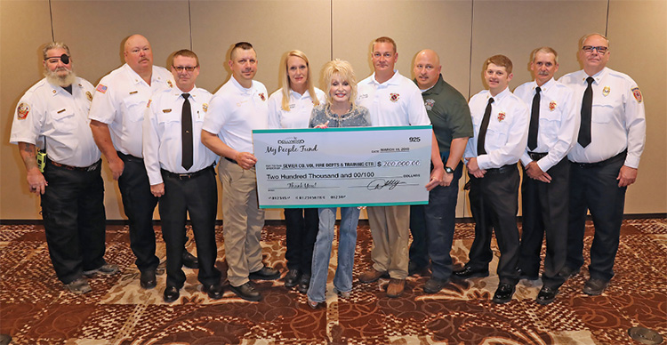 dolly parton donates to firefighters
