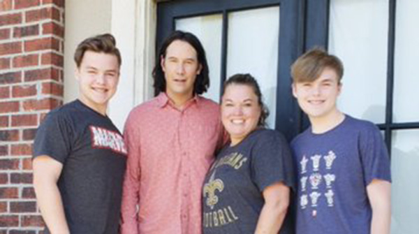 keanu reeves stops at family house after seeing breathtaking sign