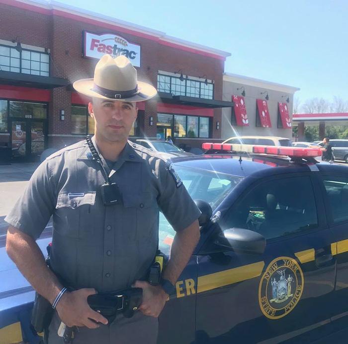 cop helps homeless man