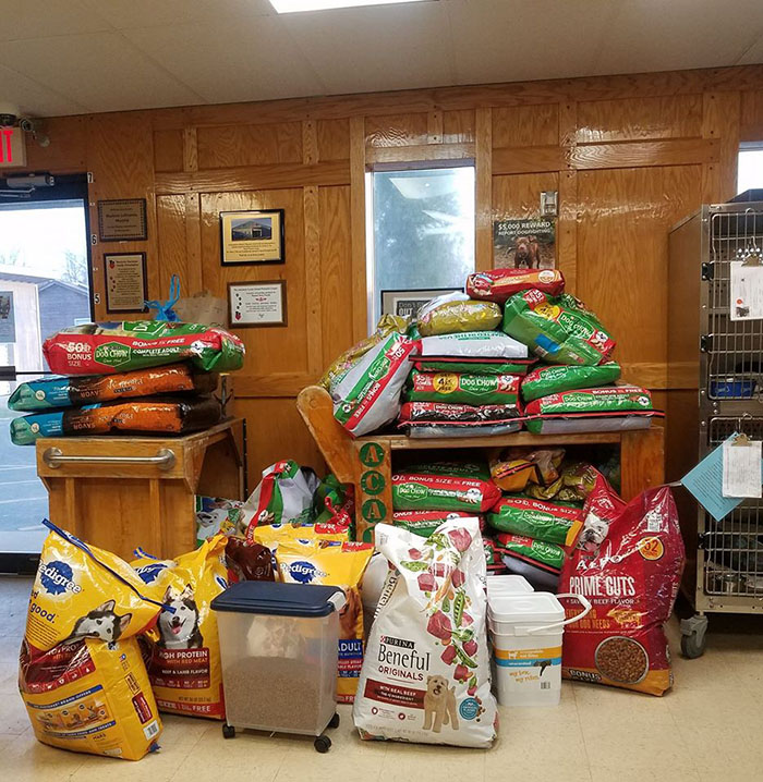 community helps shelter with dog food