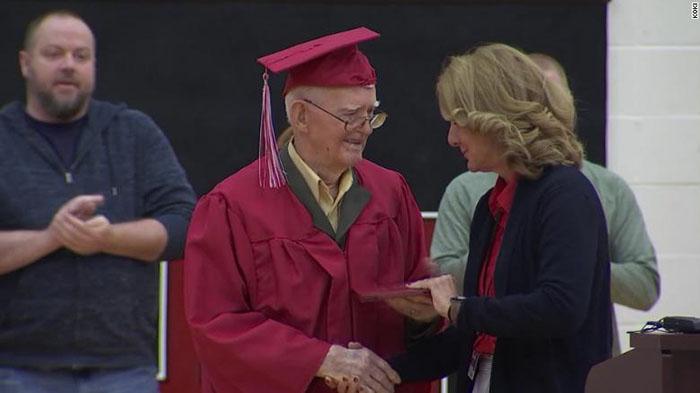 veteran gets high school diploma at 95