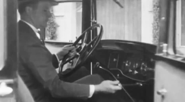 Video from 1932 Shows A Car With Parking Assist Technology