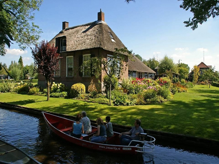 dutch venice village no roads only water