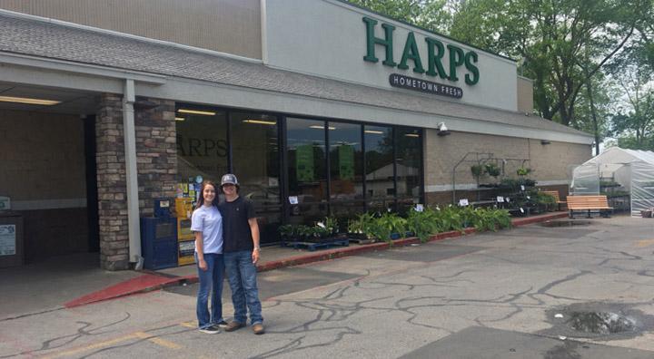 teens return cash found on floor Harps