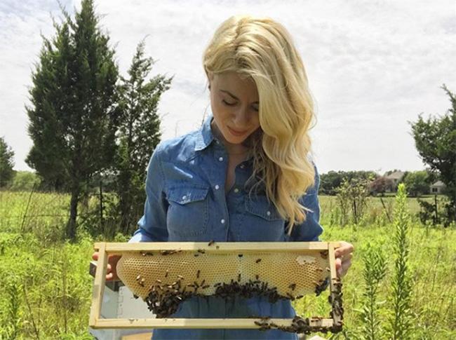 Erika Thompson beekeeper
