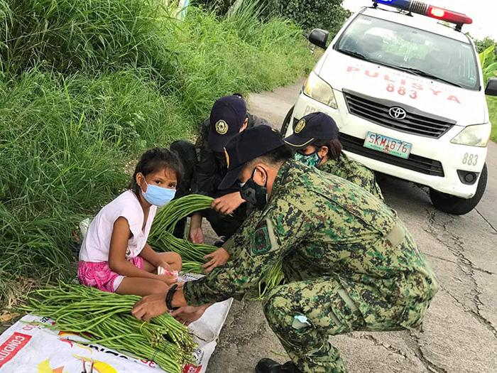 police buy all vegetables from little girl