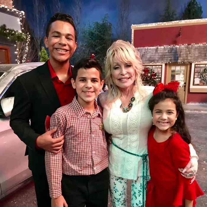 dolly parton saves childs life on set