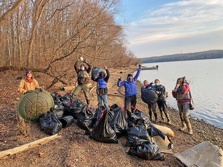 volunteers remove trash from Tennessee river