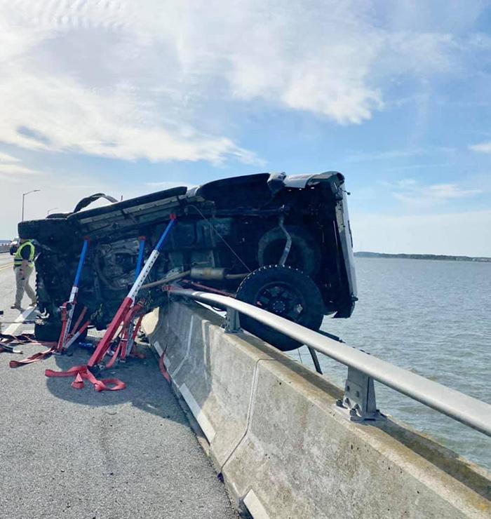 hero saves girl in water bridge crash ocean city