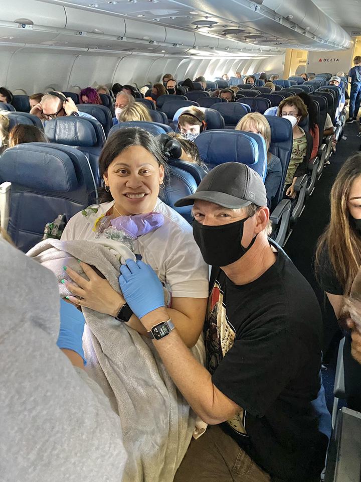 woman has baby on flight to hawaii