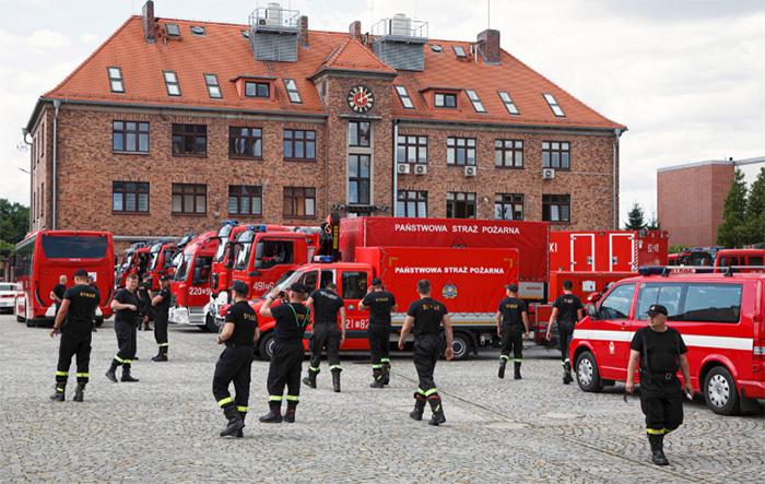 Polish firefighters arrive in Greece